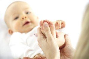 massage cho bé sơ sinh đúng cách