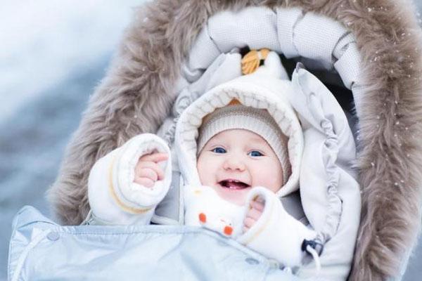 """Cách mặc quần áo cho bé vào mùa đông lạnh """"cực chuẩn"""""""
