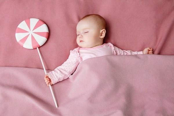 Ngủ đúng cách giúp bé phát triển chiều cao