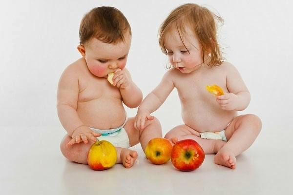 Cho trẻ ăn hoa quả đúng cách