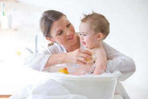 Tắm lâu hoặc tắm nước lạnh khiến trẻ bị cảm