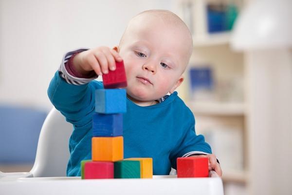Các mốc phát triển các kỹ năng vận động tinh tế của trẻ
