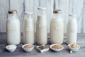 trẻ dưới 1 tuổi uống sữa hạt