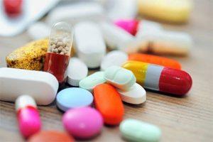 cho trẻ dùng thuốc kháng sinh