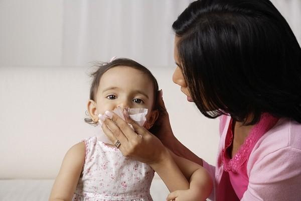cho trẻ dùng kháng sinh