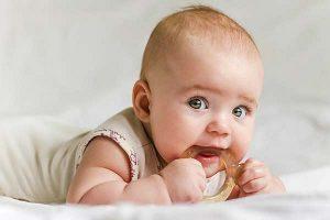 giảm đau cho bé khi mọc răng